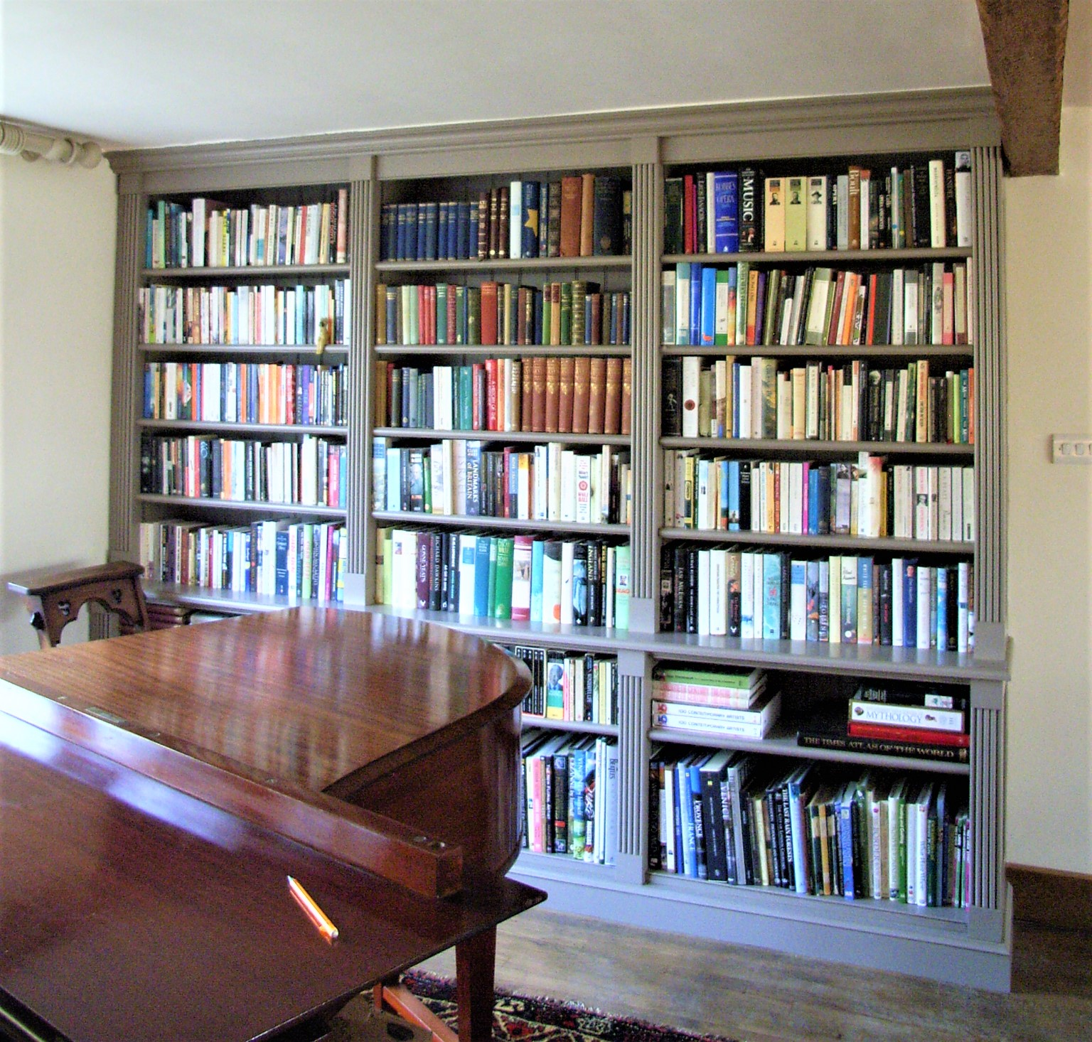 bespoke fitted bookcases from Experienced Carpenter St Albans